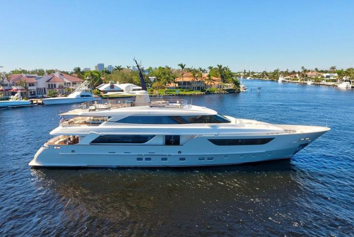LOVEBUG yacht for charter