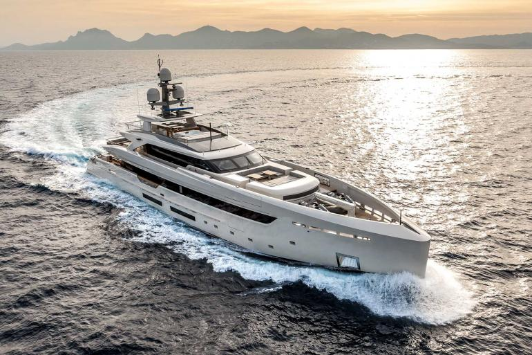 Superyacht VERTIGE for charter