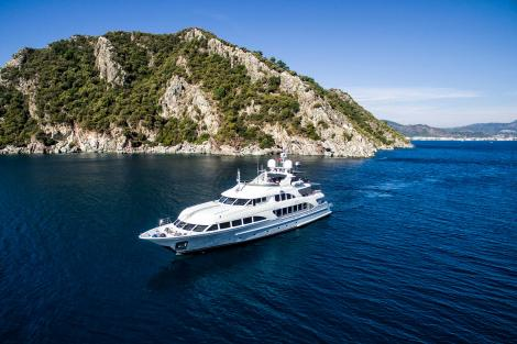 Motor yacht QUEST R for charter