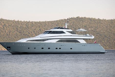 POZITRON yacht sold