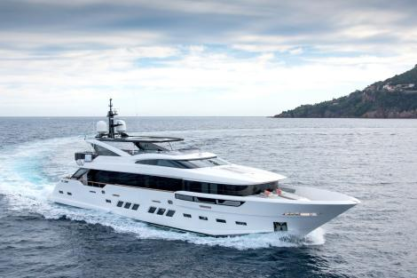 Motor yacht SOULMATE sold