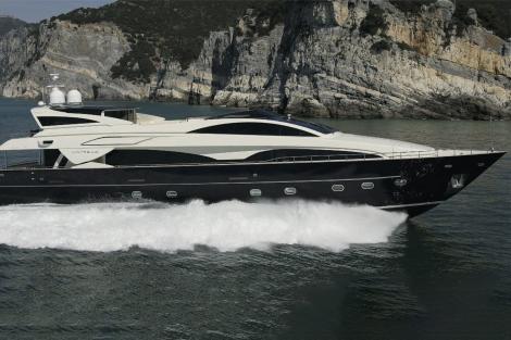 Motor yacht BABOUSHA running shot