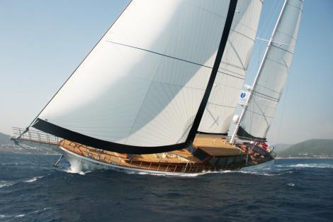 clear eyes sailing yacht