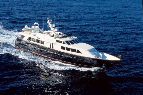 Yacht ELIZABETH R cruising