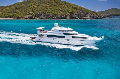 Motor yacht LONE STAR in the Bahamas
