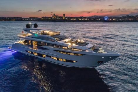 Pearl 95 yacht