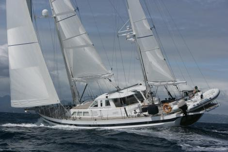 hide and sea sailing yacht