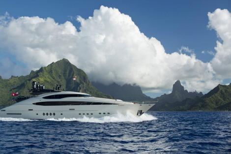 Palmer Johnson yacht VANTAGE for charter in the Bahamas