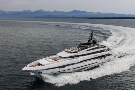 Polaris I motor yacht cruising