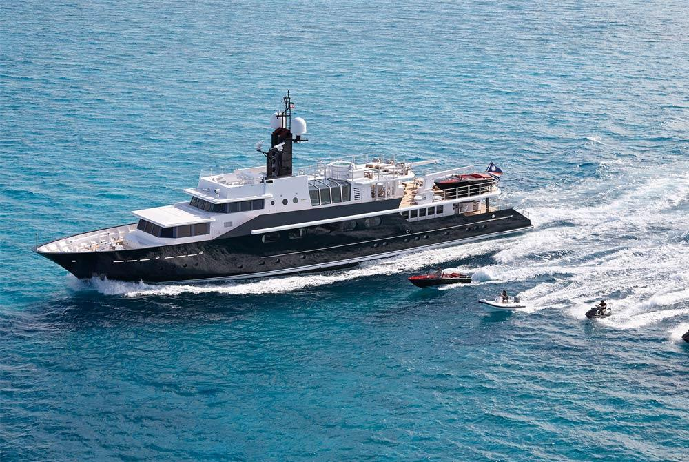 Motor yacht HIGHLANDER charter in the Caribbean